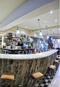 Le Club Bar.